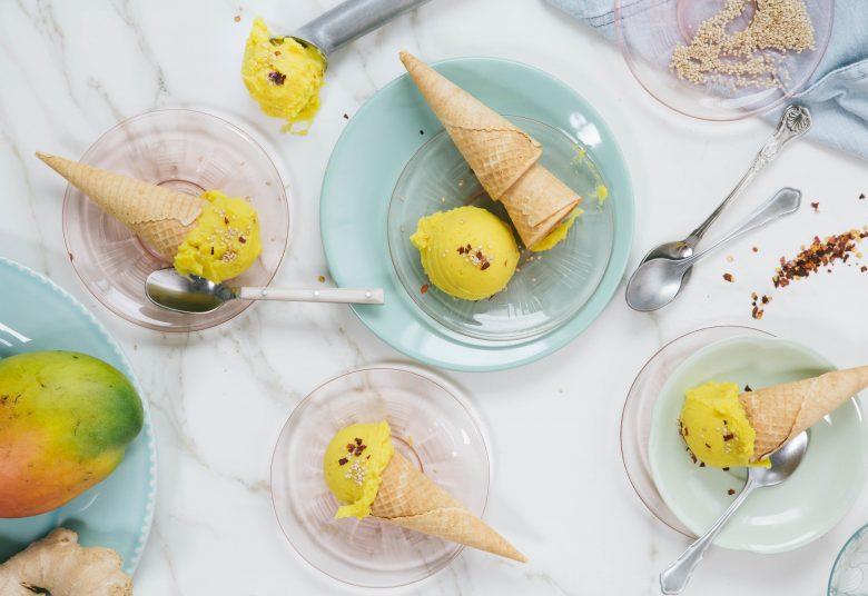 Mango-Kokos-Eis mit Ingwer